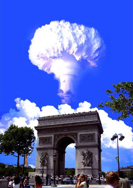 パリ凱旋門と原爆完成1.jpg