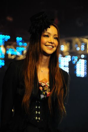 Namie_Amuro_on_the_VMAJ_2008.jpg